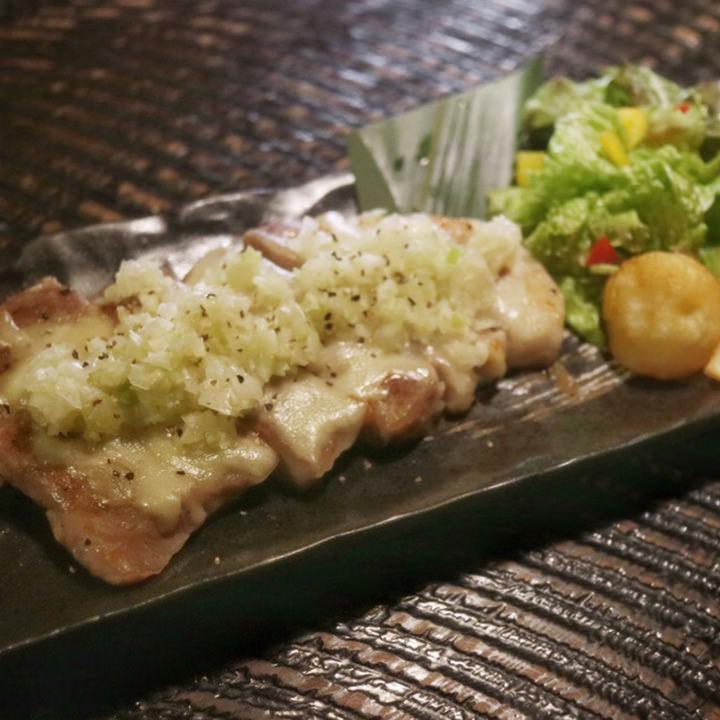 豚肉のコンフィ ネギ塩チーズ焼き